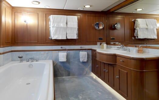 Motor Yacht Spada master bathroom