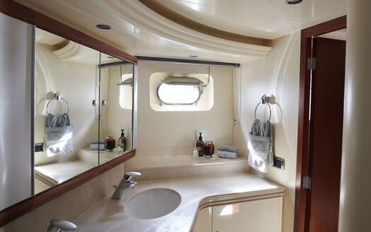 Motor Yacht WILLOW Bathroom
