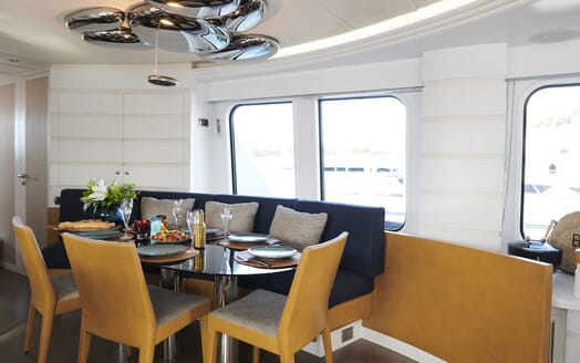 Motor Yacht WILLOW Dining Table