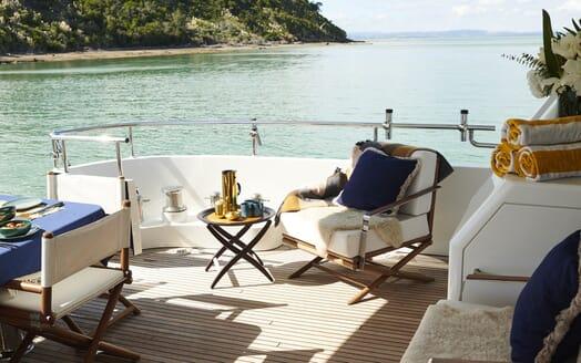 Motor Yacht WILLOW Sun Deck Seating