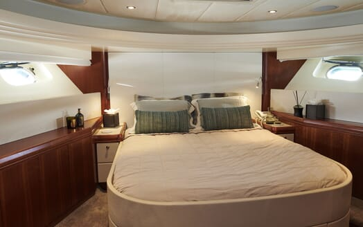Motor Yacht WILLOW Full Beam Double Stateroom