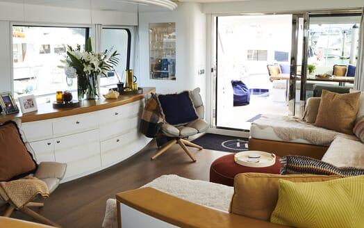 Motor Yacht WILLOW Main Salon