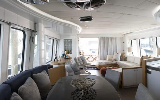 Motor Yacht WILLOW Main Salon 2