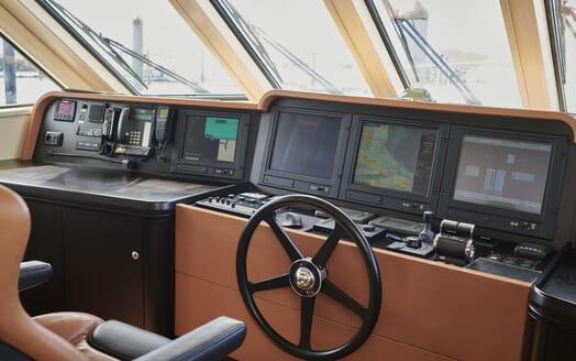 Motor Yacht WILLOW Wheelhouse