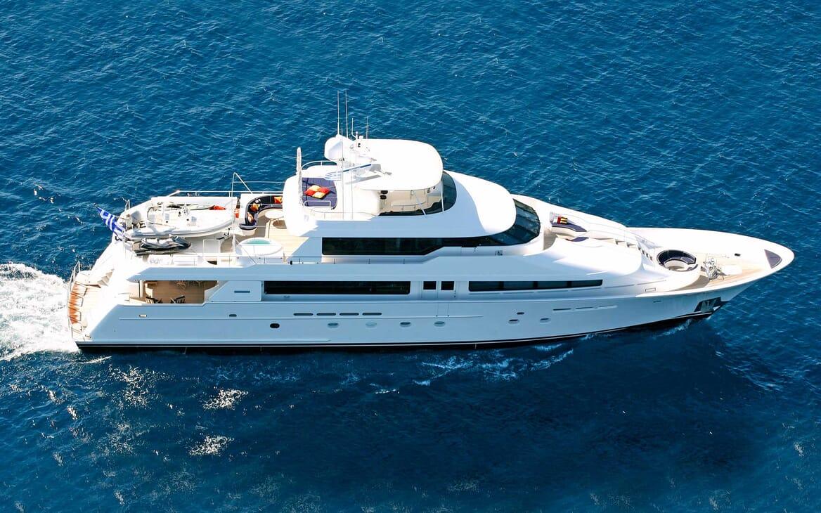 Motor Yacht Endless Summer running shot