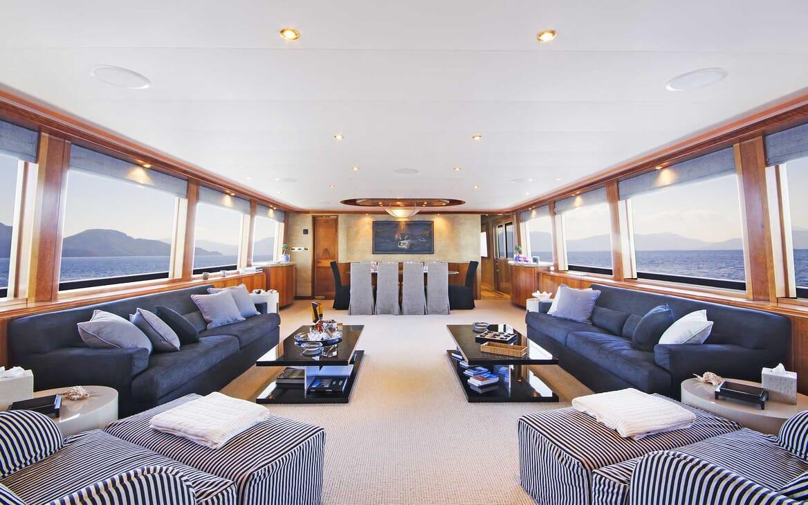 Motor Yacht Endless Summer saloon