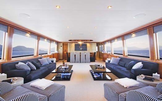 Motor Yacht Endless Summer saloon