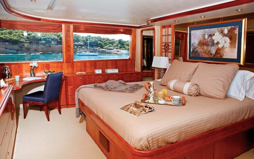 Motor Yacht Endless Summer master cabin