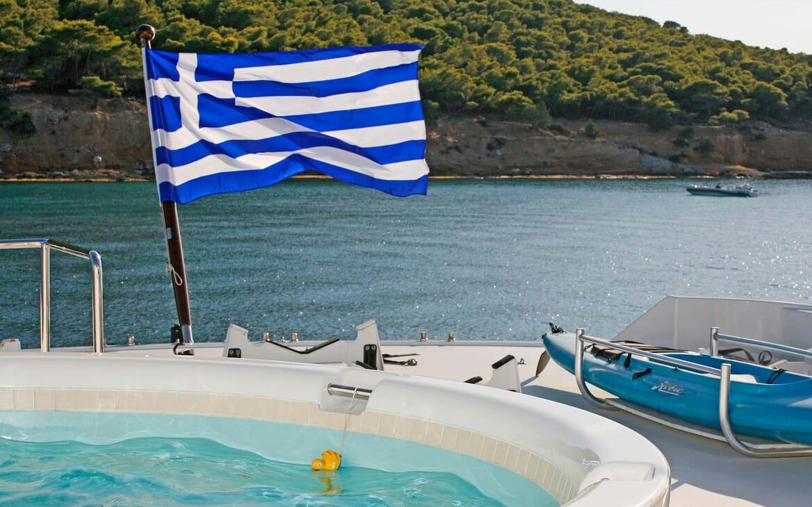 Motor Yacht Endless Summer hot tub