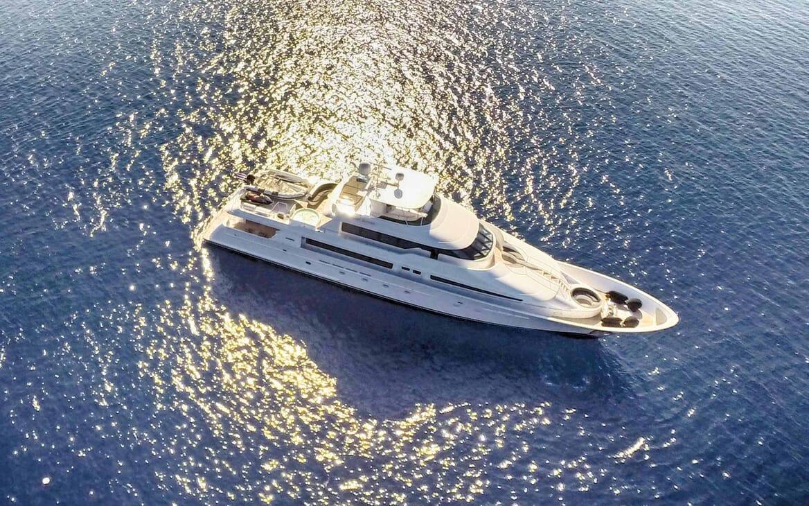 Motor Yacht Endless Summer under anchor