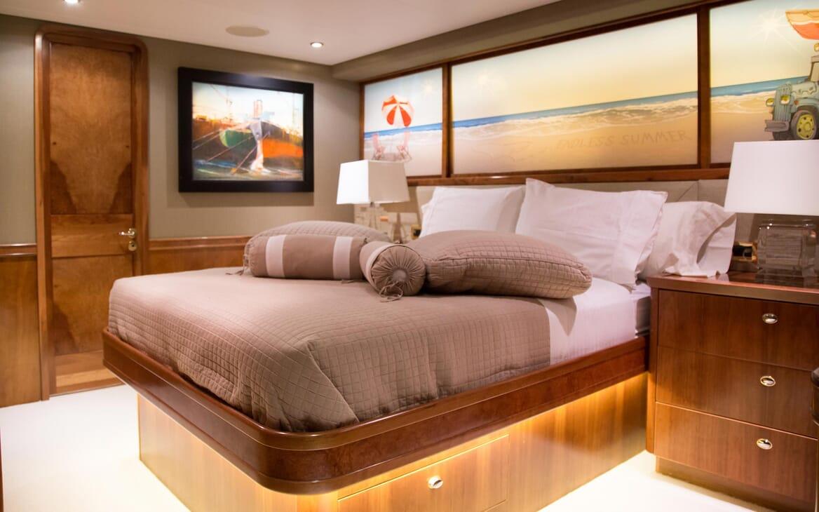 Motor Yacht Endless Summer VIP cabin