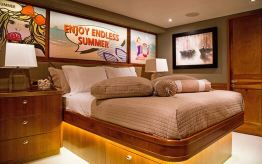 Motor Yacht Endless Summer VIP stateroom