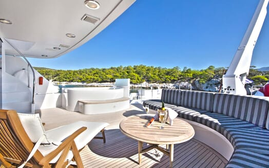 Motor Yacht Endless Summer outdoor seating