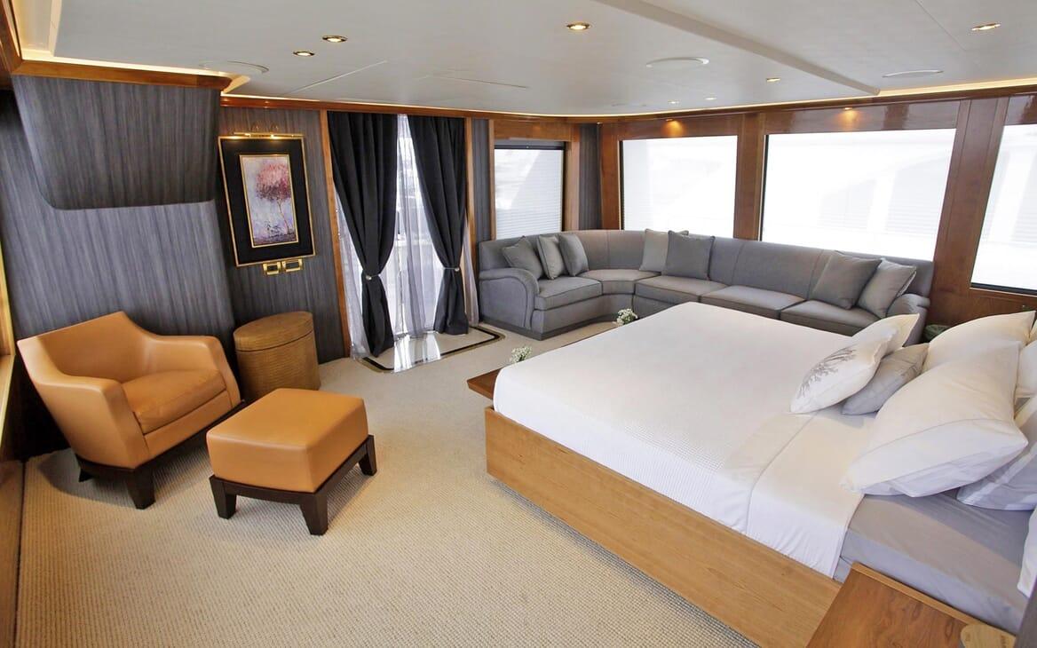 Motor Yacht Endless Summer guest cabin