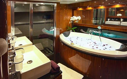 Motor Yacht Cassiopeia Bathroom