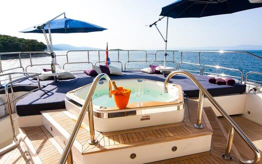 Motor Yacht Cassiopeia Jacuzzi