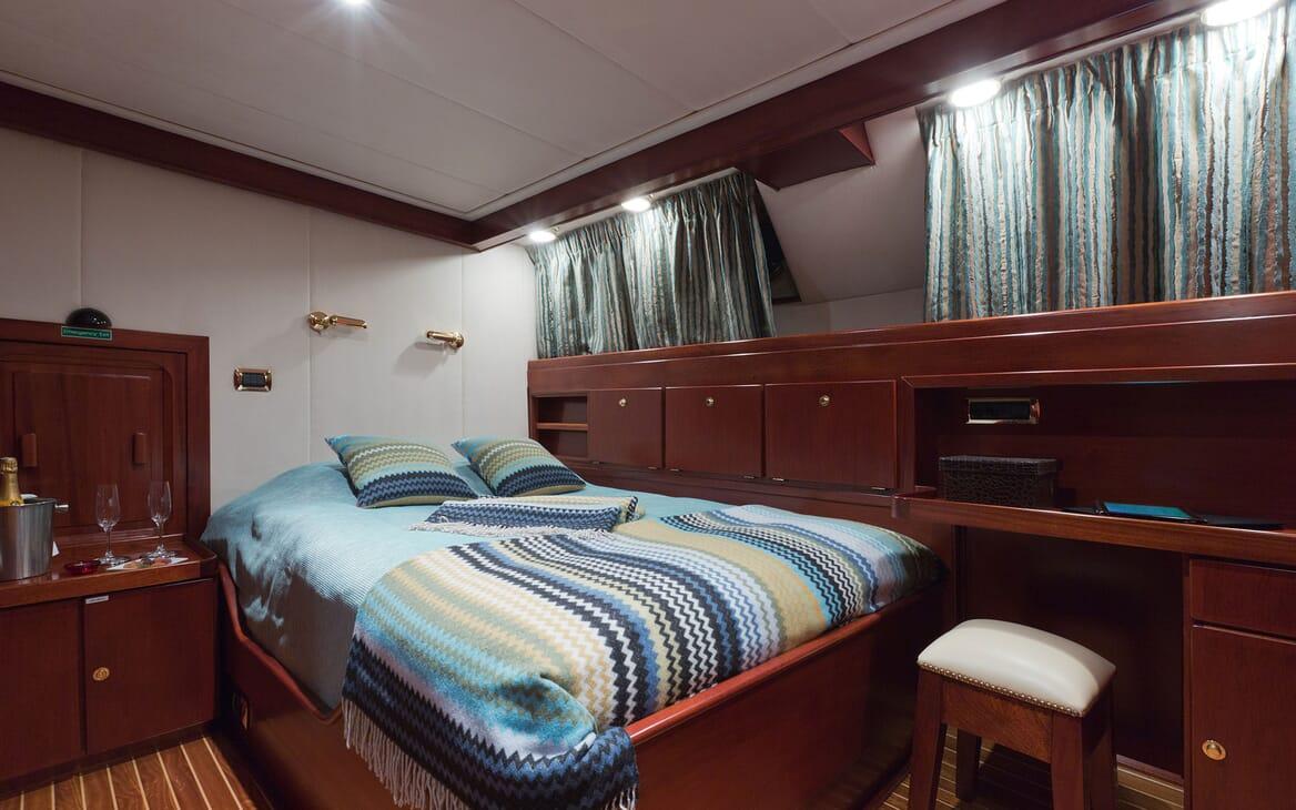 Motor Yacht SHAHA Main Saloon