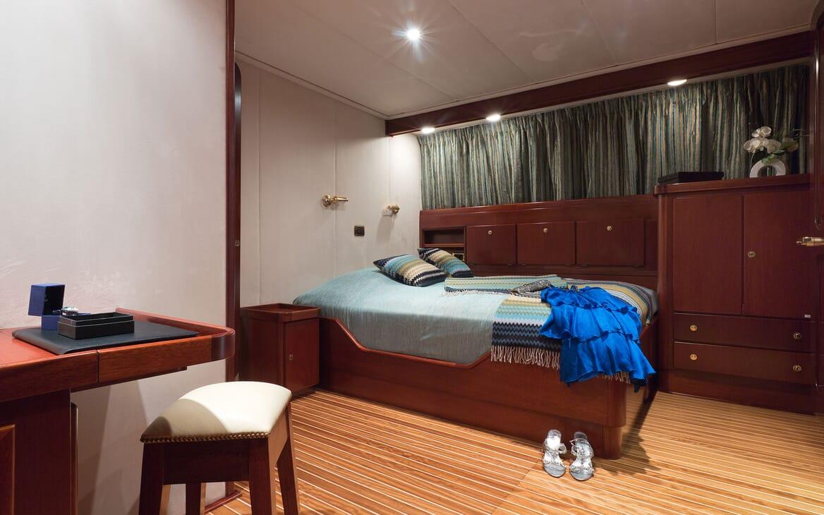 Motor Yacht SHAHA Main Saloon Lounge Angle