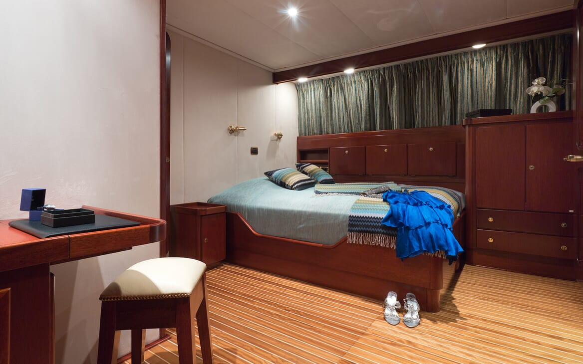 Motor Yacht SHAHA Double Stateroom with dress on bed