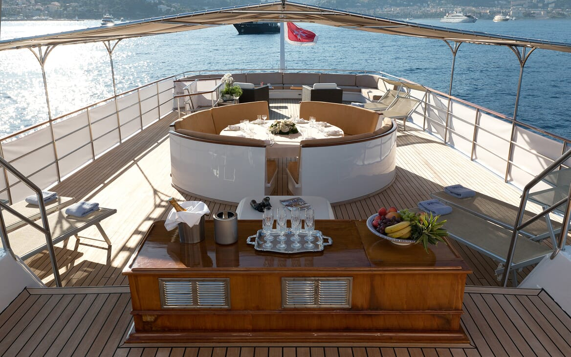 Motor Yacht SHAHA Central Seating with Champagne