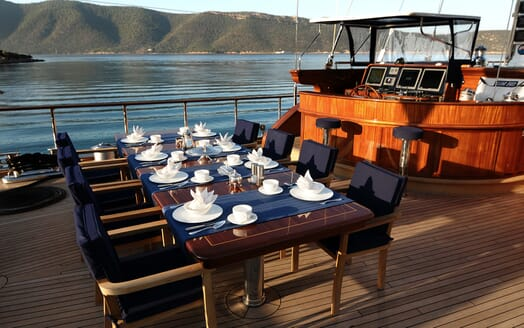 Sailing Yacht Clear Eyes al fresco dining