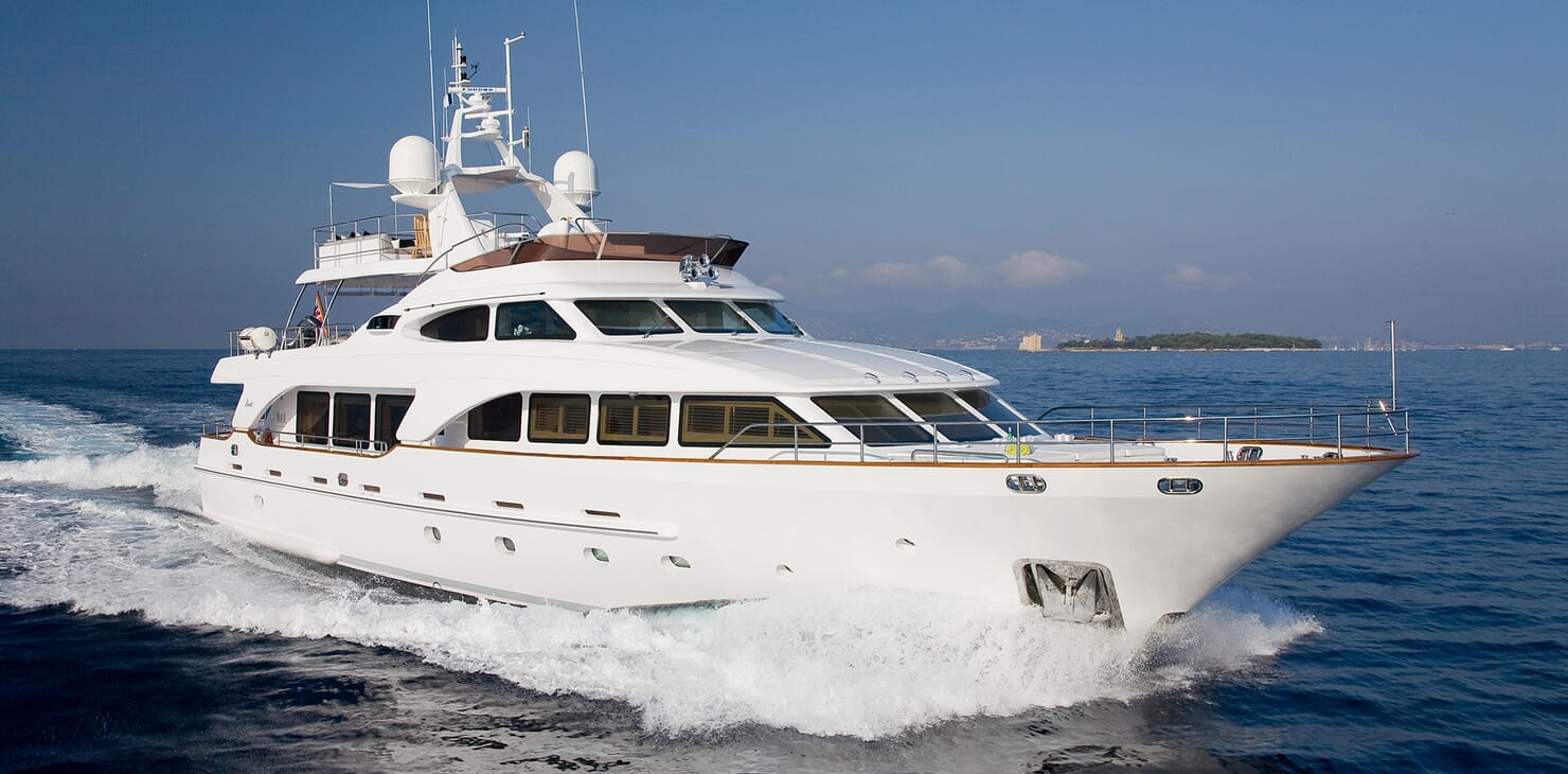 Motor Yacht Salu running shot