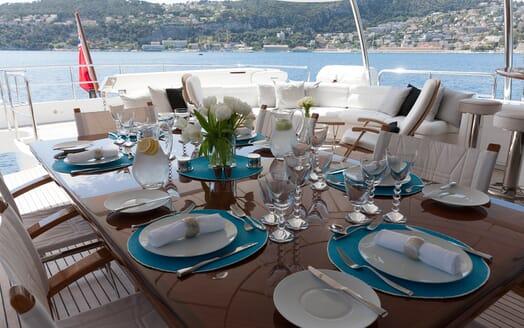 Motor Yacht Salu al fresco dining