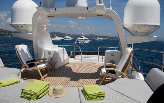 Motor Yacht Salu sundeck