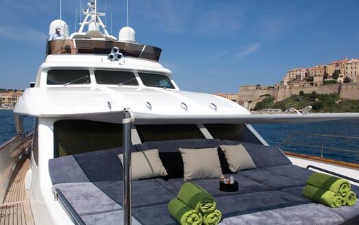 Motor Yacht Salu foredeck