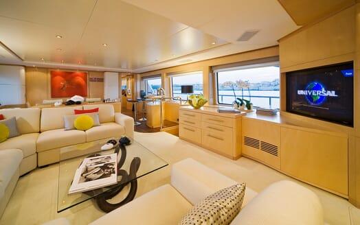 Motor Yacht Salu saloon