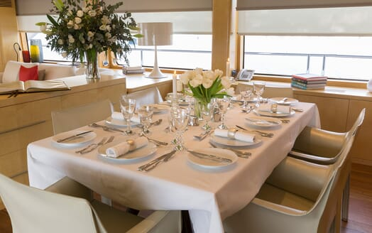 Motor Yacht Salu dining area