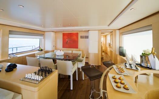 Motor Yacht Salu salon