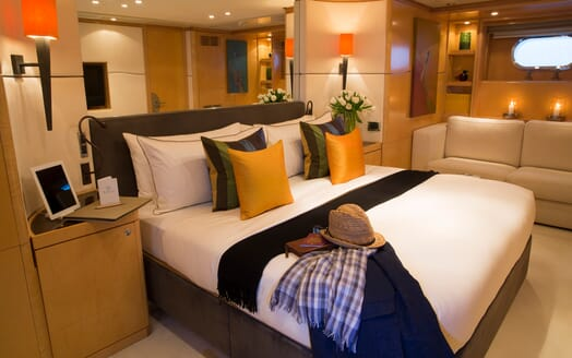 Motor Yacht Salu guest cabin