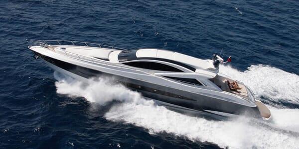 Motor Yacht FUNKY TOWN Profile Underway
