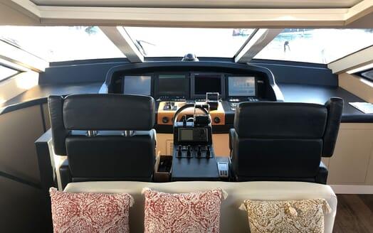 Motor Yacht FUNKY TOWN Wheelhouse