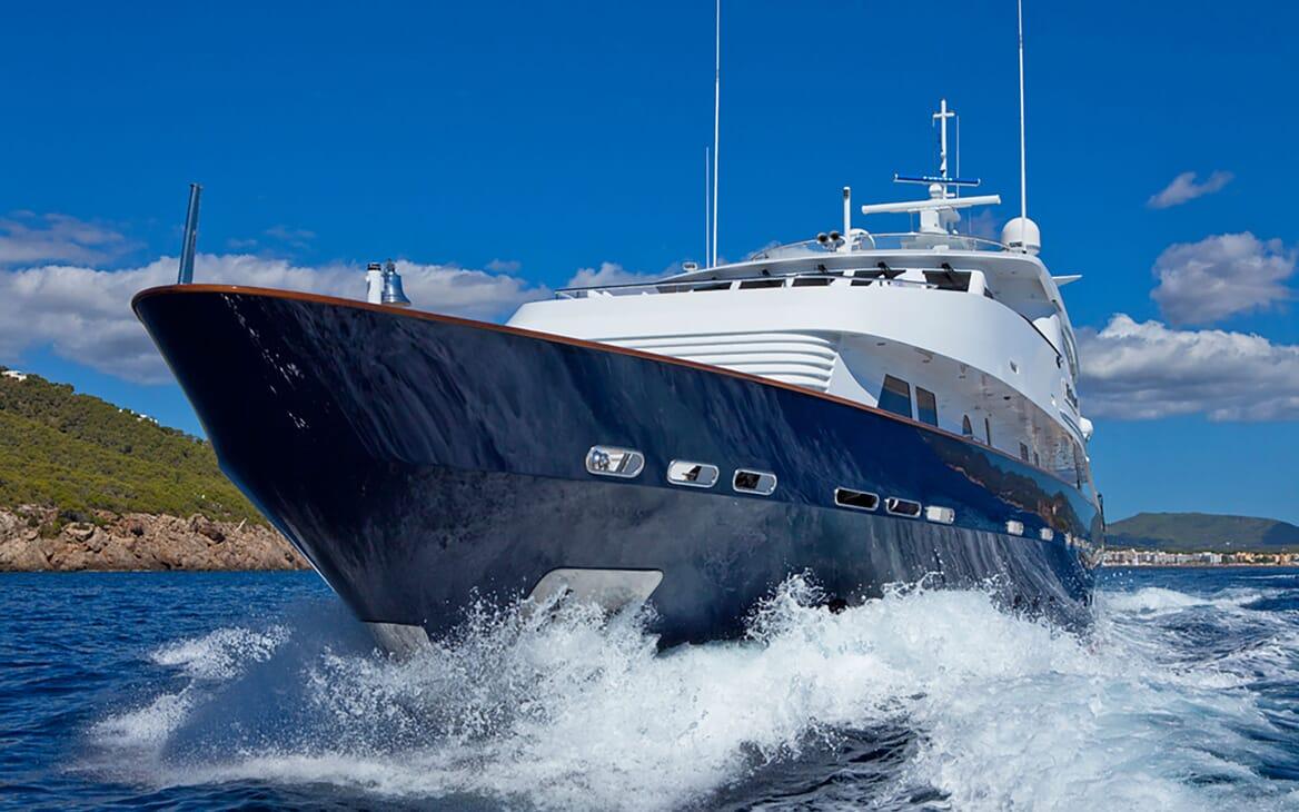 Motor Yacht Big Change II running shot
