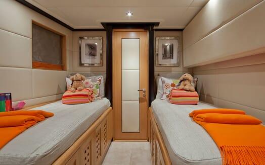 Motor Yacht Big Change II twin cabin