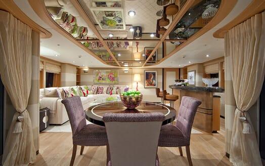 Motor Yacht Big Change II dining area