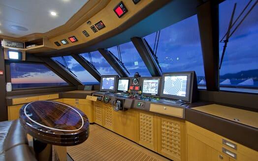 Motor Yacht Big Change II saloon