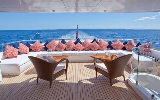 Motor Yacht Big Change II aft seating area