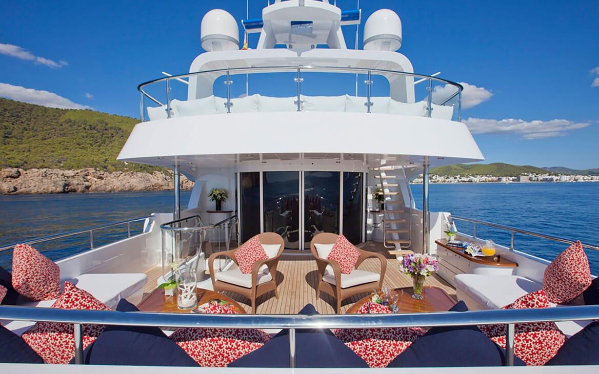 Motor Yacht Big Change II outdoor seating area