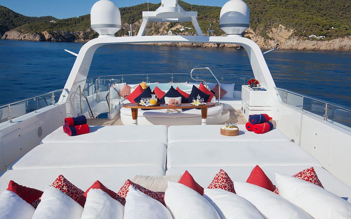 Motor Yacht Big Change II sun loungers