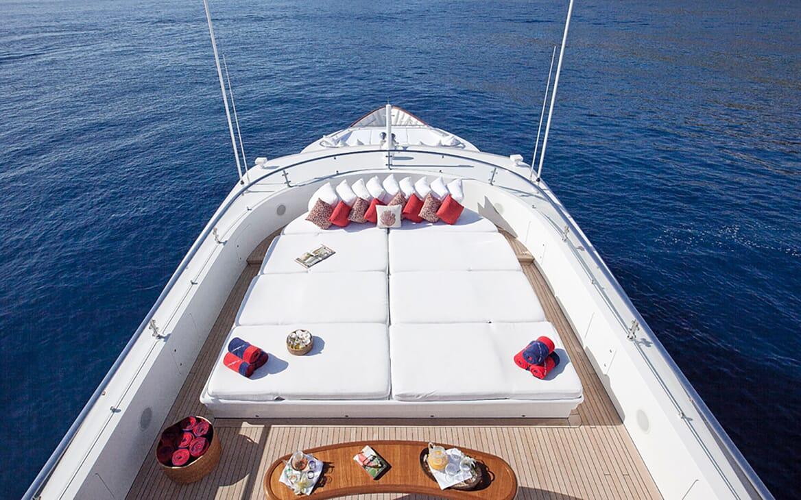 Motor Yacht Big Change II foredeck