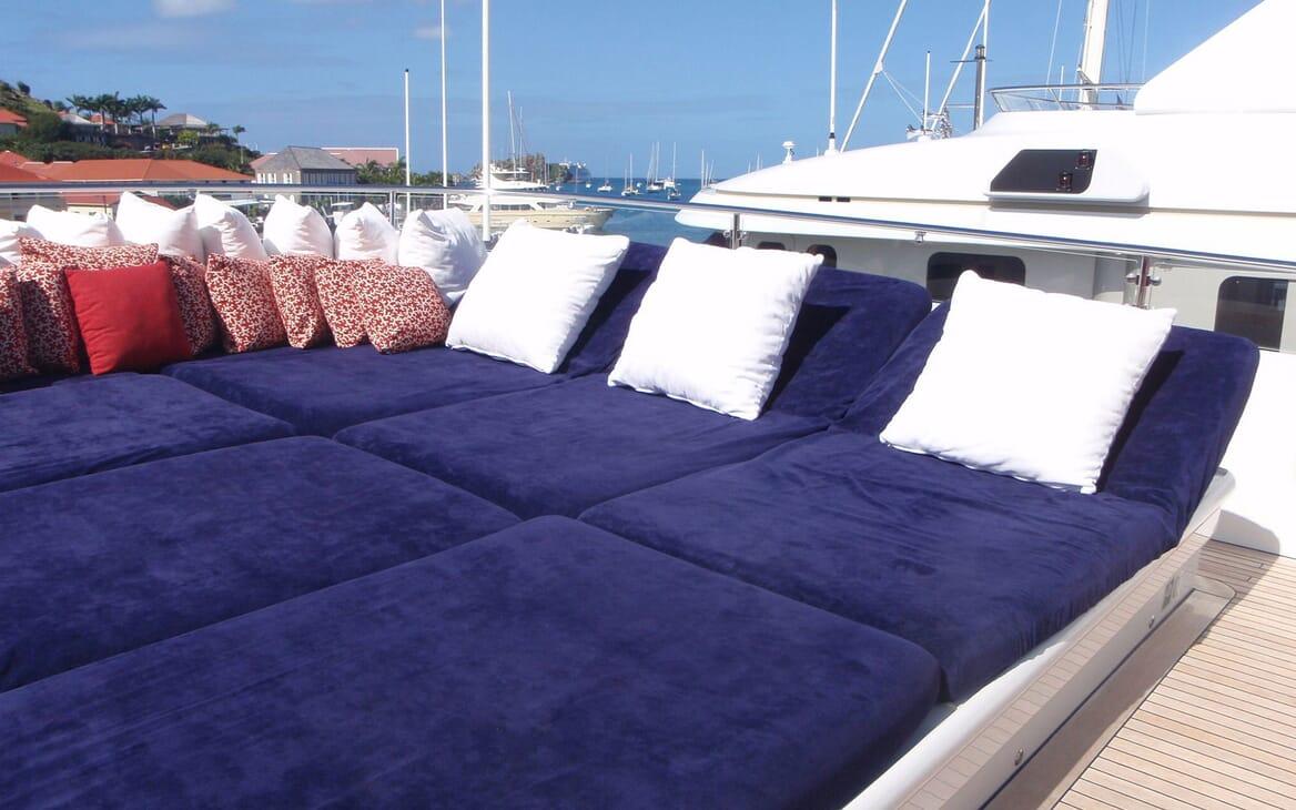 Motor Yacht Big Change II hot tub