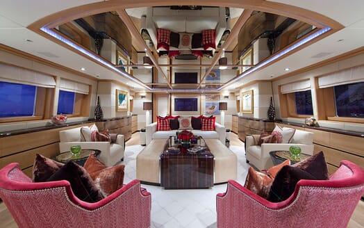 Motor Yacht Big Change II outdoor dining area