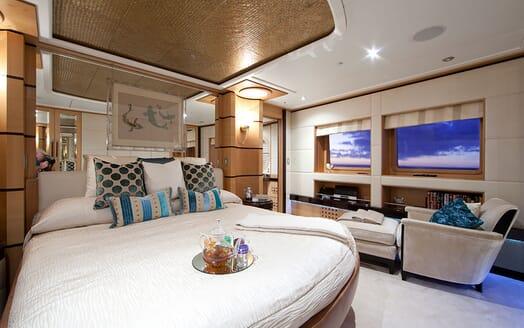 Motor Yacht Big Change II master cabin