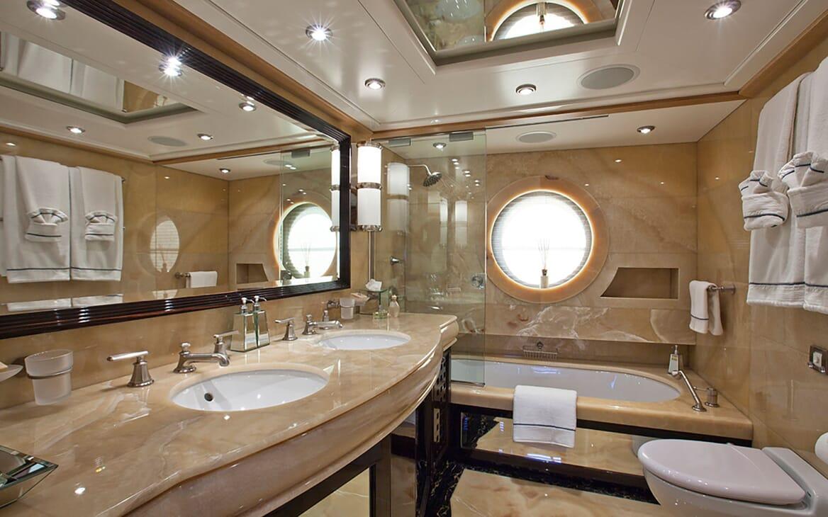 Motor Yacht Big Change II guest bathroom