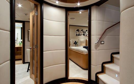 Motor Yacht Big Change II VIP cabin