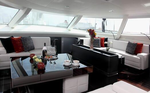 Sailing Yacht Bliss saloon