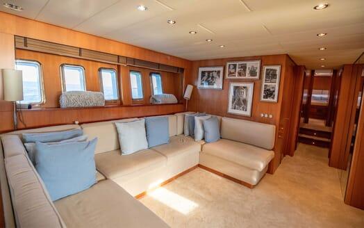 Motor Yacht ELLERY Main Saloon